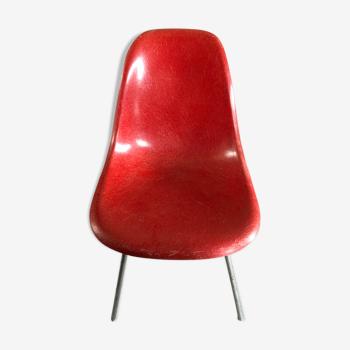 Chaise orange par Eames, édition Herman Miller en fibre de verre 1960