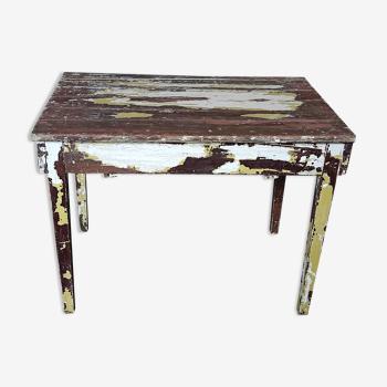 Ancienne table de ferme en bois de sapin patinée blanc jaune et marron