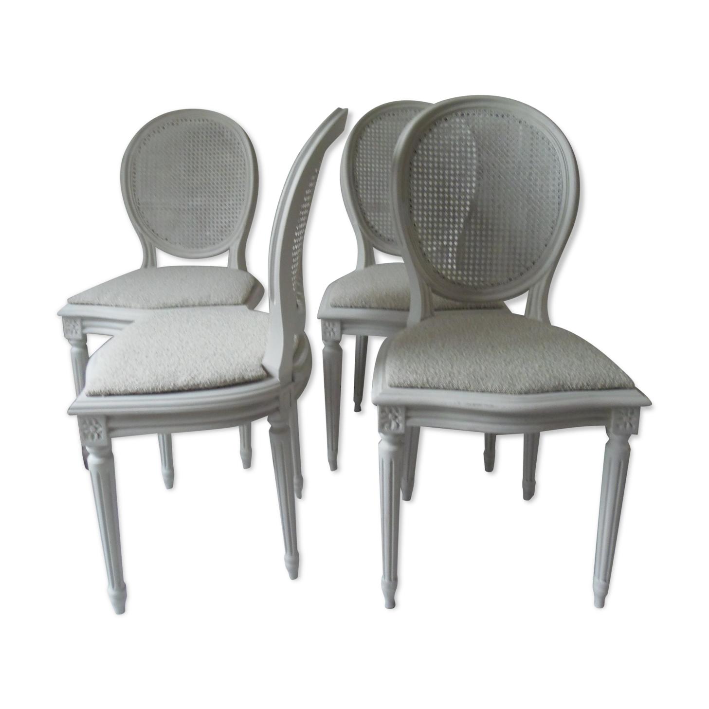 Set de 4 chaises médaillons patinées gris perle, assises tapissées tissus crème, dossiers cannés