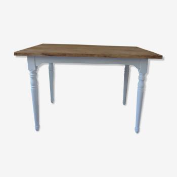 Table piétement, ceinture patinés gris perle, plateau bois