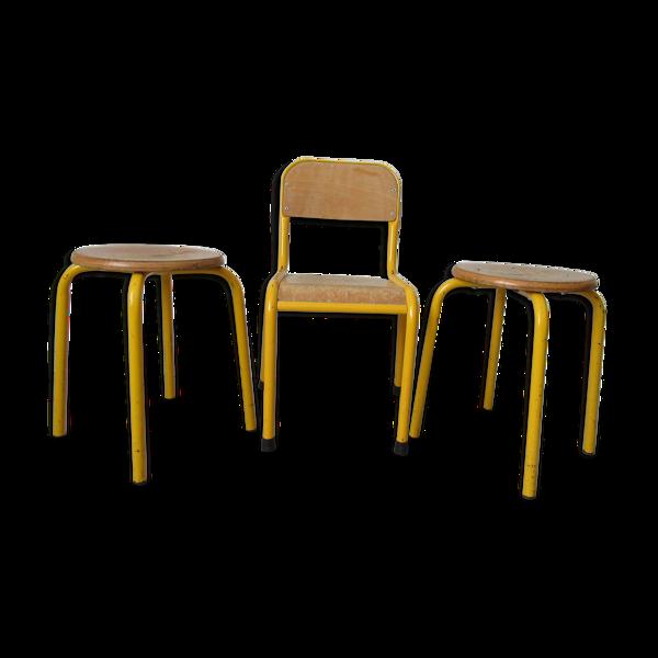 Lot de une chaise enfant et deux tabourets années 60