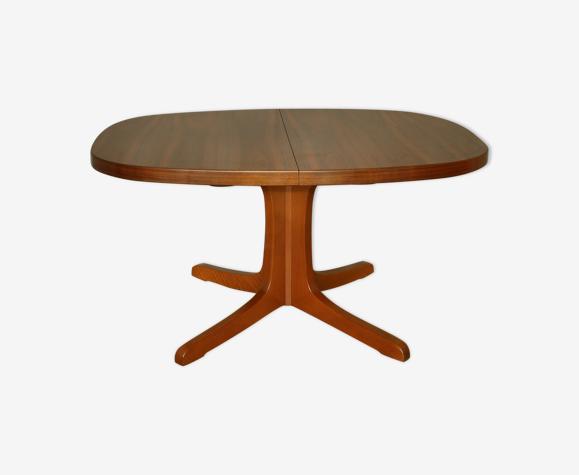 Table ovale en noyer avec rallonges