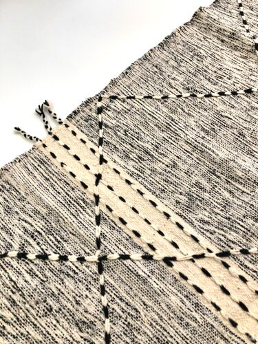Tapis kilim berbère marocain zanafi écru et noir 195x138cm