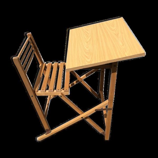 Pupitre et chaise d'écolier