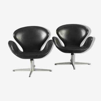 """Paire de """"Swan Chairs"""" d'Arne Jacobsen"""