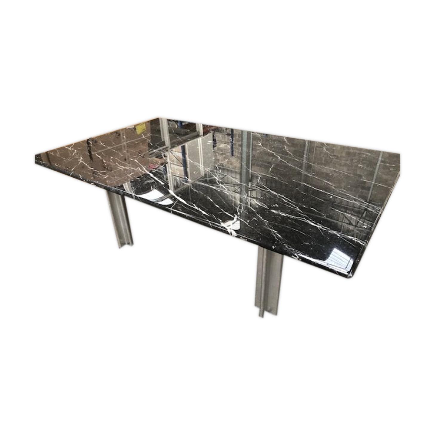 Table en marbre modèle