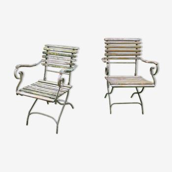 Paire de fauteuils de jardin patinés en fonte