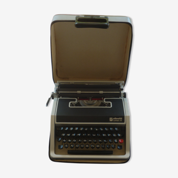 Machine to write Olivetti Lettera 33