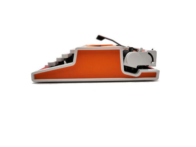 Machine à écrire Olympia Traveller de Luxe Rouge orange révisée ruban neuf