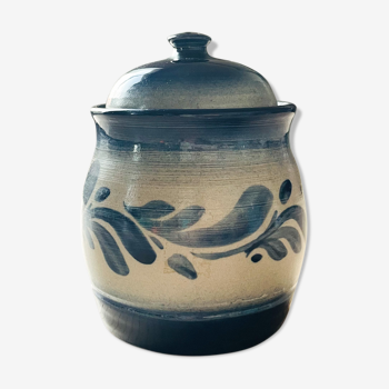 Pot with lid in Alsace sandstone
