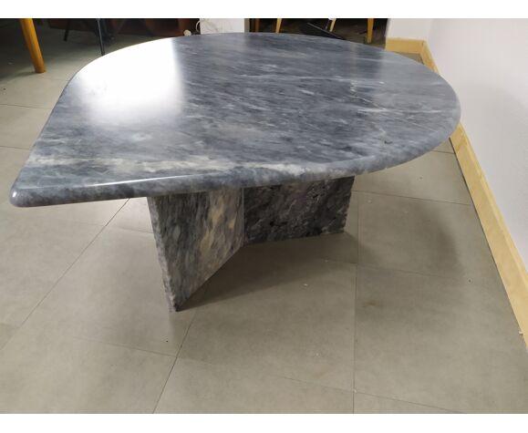 Table basse en marbre gris goute d'eau