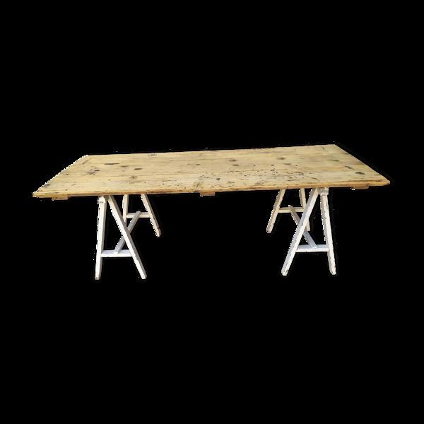 Table traiteaux