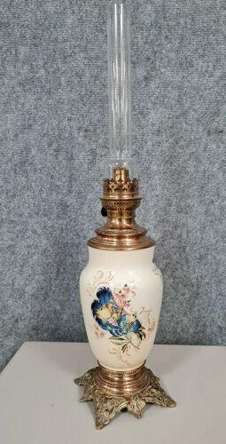 Lampe à pétrole époque Napoléon III en bronze doré et porcelaine vers 1880.