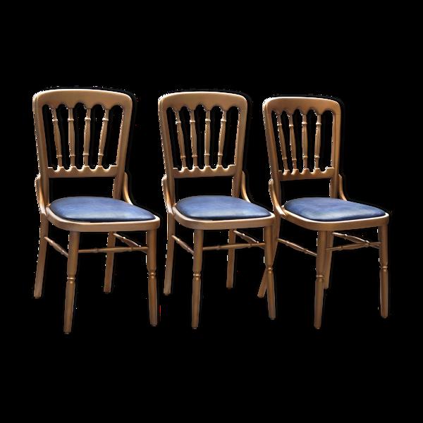 Trois chaises d'hôtellerie