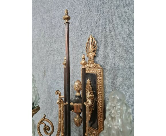 Paire de grandes appliques empire en bronze doré à trois bras de lumière chacune vers 1900
