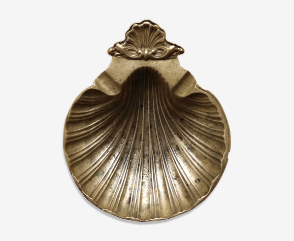 Empty-pocketed gold brass shell