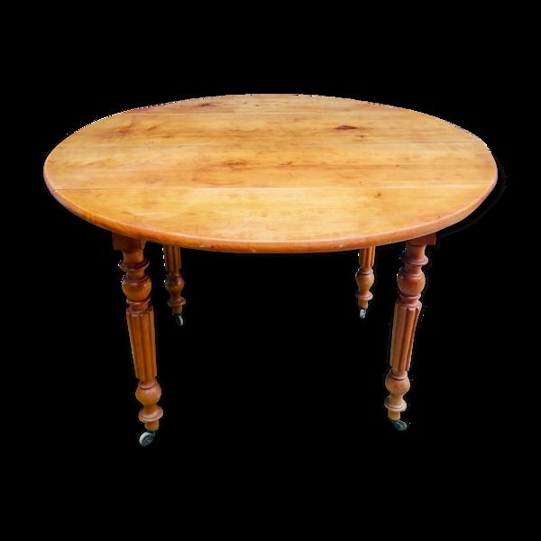 Table ronde à roulettes achetée chez un antiquaire