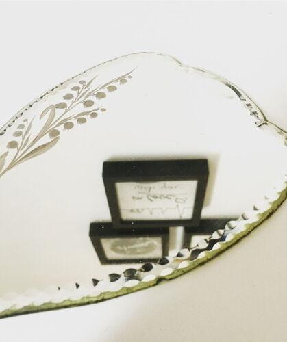Miroir à main ancien gravé muguet