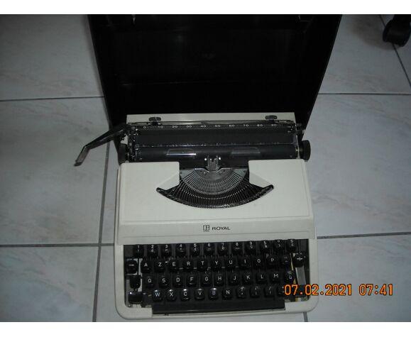 Machine a ecrire royal Litton