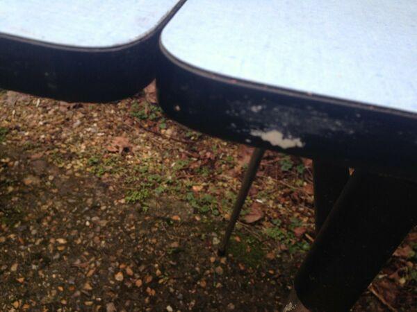 Table formica bleu ciel avec 2 allonges et tiroir