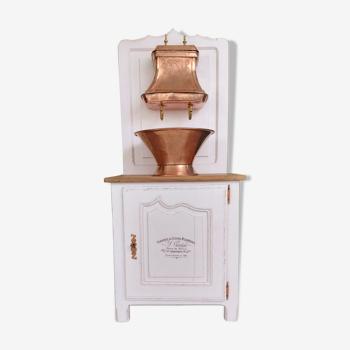 Fontaine en cuivre sur meuble