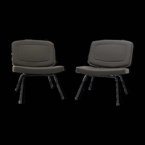 Selency Paire de chaises CM190 en skaï vert bronze de Pierre Paulin années 50