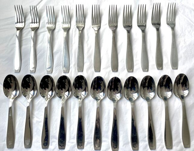 Couverts Christofle 22 pièces - 11 fourchettes de table et 11 cuillères à soupe - Art déco - Métal argenté