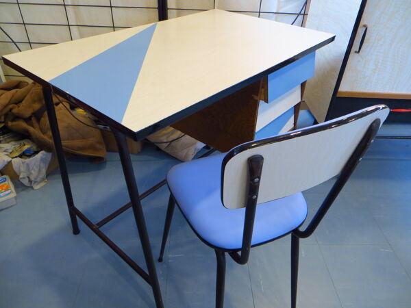 Bureau en formica et sa chaise