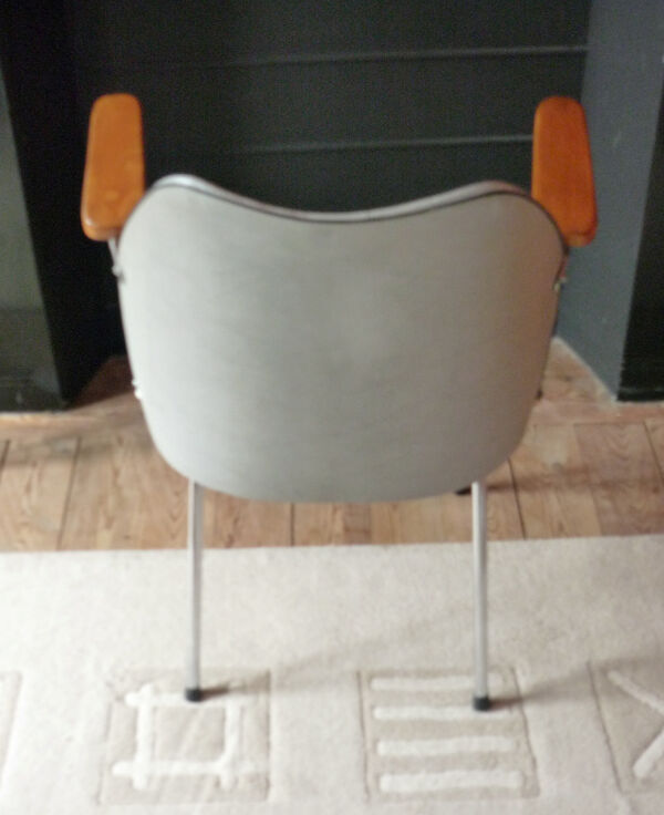 Chaise  1960  Structure tube chromé-  hêtre - skai bicolore
