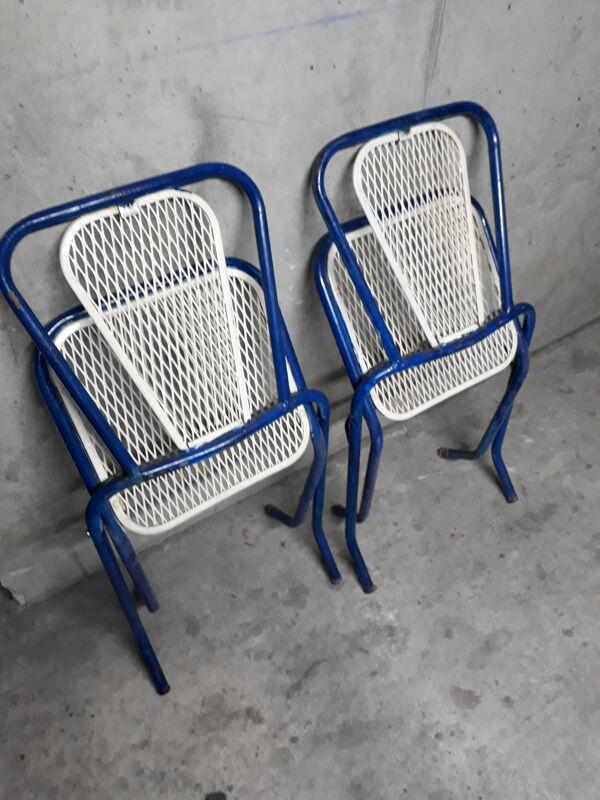 Chaises pliantes et table