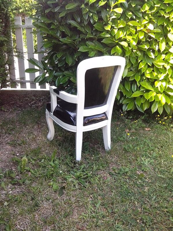 Chaise médaillon enfant, bois blanc et skaï