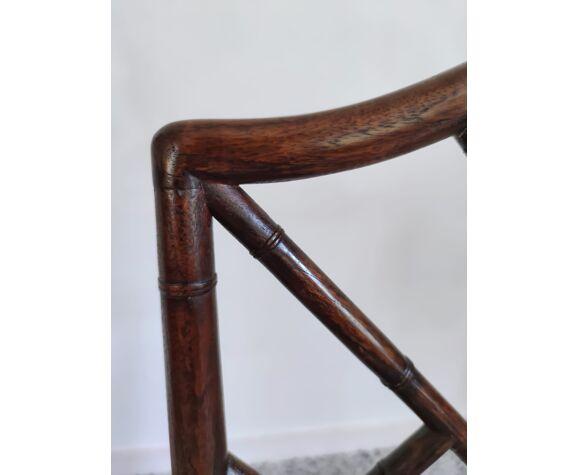 Fauteuil asiatique canné en bois à l'imitation du bambou