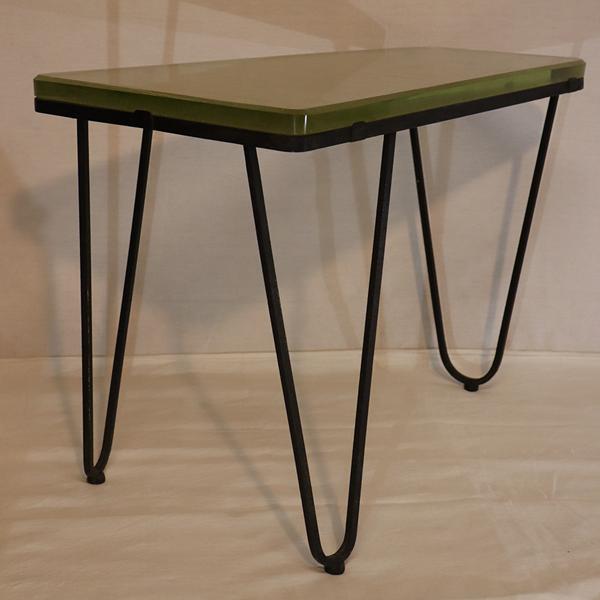 Table tripode asymétrique en verre et métal 1950