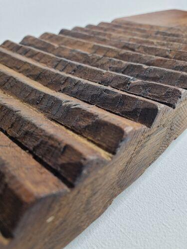 Ancienne planche de lavandière sculptée à la main avec son battoir