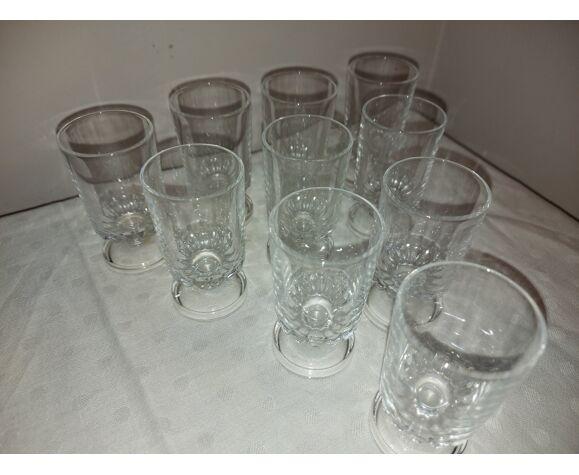 10 verres à liqueur en cristal