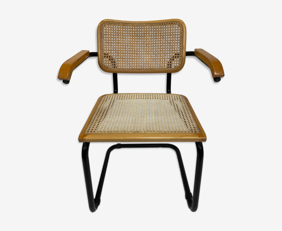 Chaise modèle Cesca conçue par Marcel Breuer avec accoudoirs à cadre noir
