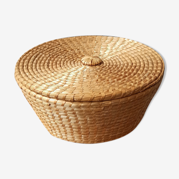 Braided straw basket with lid