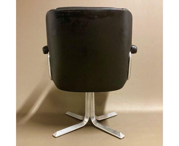 Fauteuil cuir noir et aluminium design 1960.
