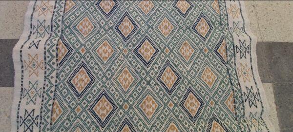 Tapis kilim blanc bleu et beige fait main traditionnel 122 x 200 cm