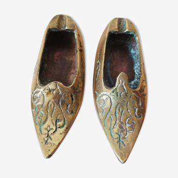 Paire de cendriers babouches en bronze