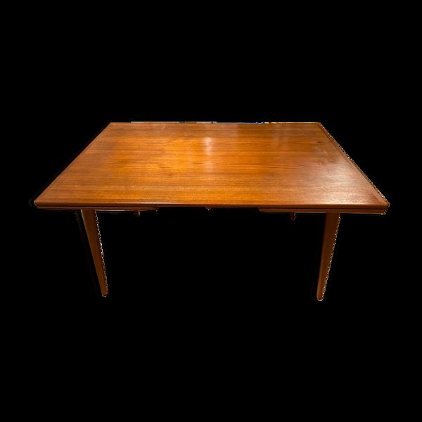 Table AT-312 par Hans Wegner