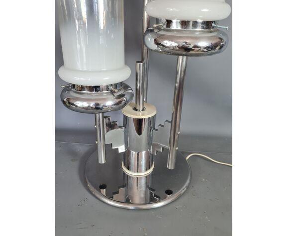 Lampe métal chromé et verrerie Mazzega vintage 50s avec connotation Art-déco. H: 71 cm.