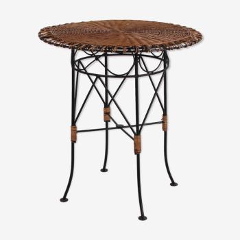 Table d'appoint ronde d'osier avec le cadre en métal
