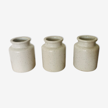 3 white jars, stained in glazed earth