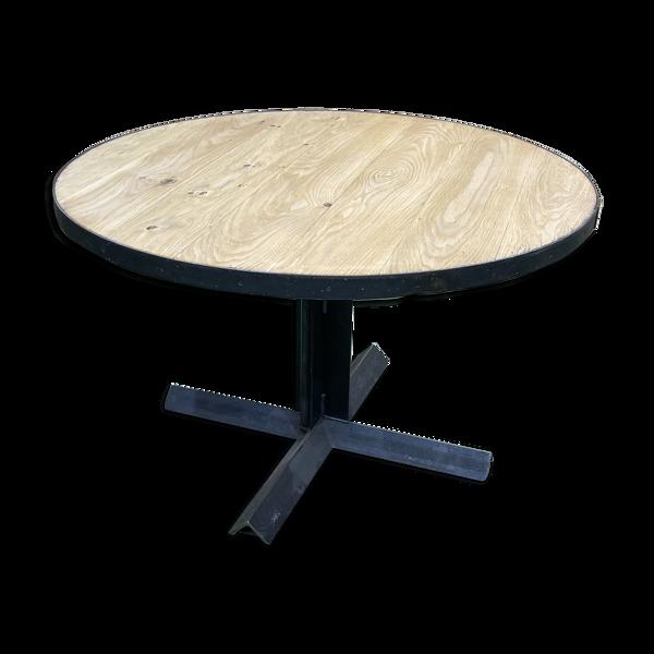 Table ronde industrielle, plateau en chêne et piétement métal