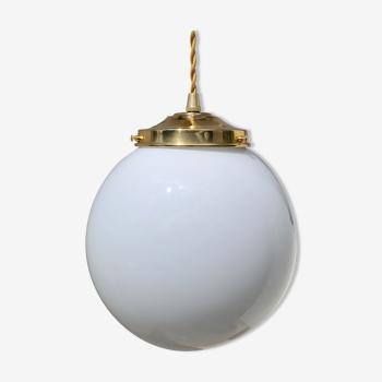 Opaline globe suspension