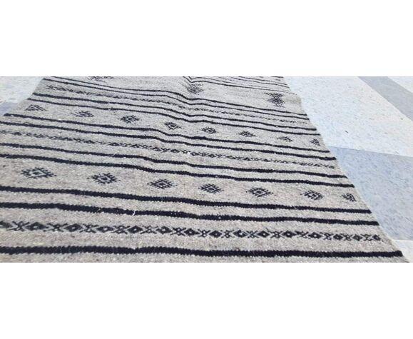 Tapis gris et noir fait main en pure laine - 110x73cm