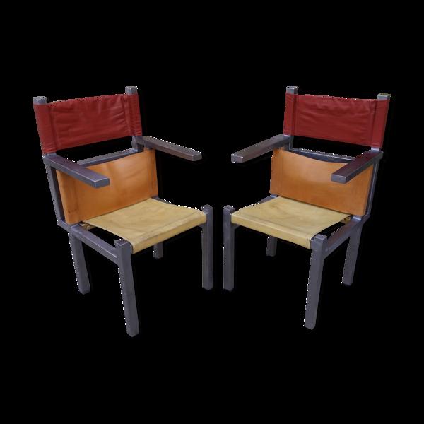 Paire de fauteuils modernistes en fer et cuir