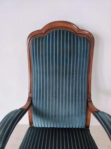 Fauteuil Voltaire velours rayé bleu