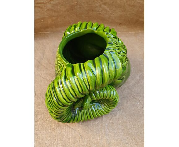 Vase barbotine tête de bélier.